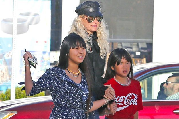 Laeticia Hallyday avec ses filles Jade et Joy