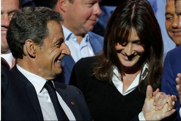 Carla Bruni et Nicolas Sarkozy en octobre 2016 lors d'un meeting à Paris.