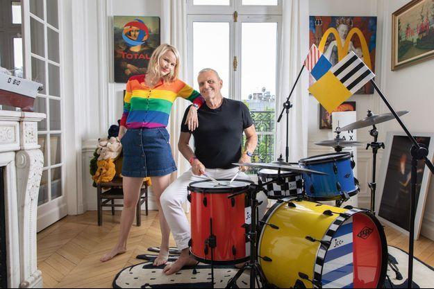 Haut en couleur. Des habits jusqu'aux meubles, le fou de pop art a fait du mariage bleu, jaune, rouge son mode de vie. Et un succès esthétique