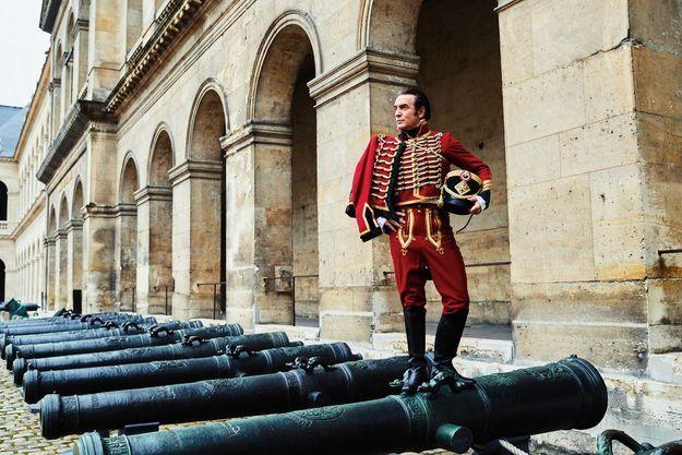 le capitaine Neuville, alias Jean Dujardin,
