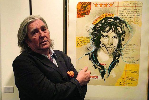 Le peintre gascon Jean-Paul Chambas devant « son » Jim Morrison à Paris.