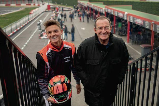 Avec son fils, lui aussi fou de course automobile A Cergy-Pontoise, dimanche 31 mars. Jean-Pierre vient encourager dès qu'il le peut son fils Tom, 15 ans et déjà deuxième meilleur temps au tour sur le circuit de karting RKC.