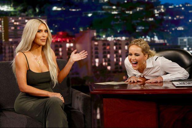 Kim Kardashian et Jennifer Lawrence sur le plateau de Jimmy Kimme Live! le 2 novembre 2017