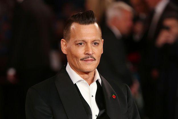 """Johnny Depp à la première de """"Murder On The Orient Express"""" au Royal Albert Hall à Londres, le 2 novembre 2017"""