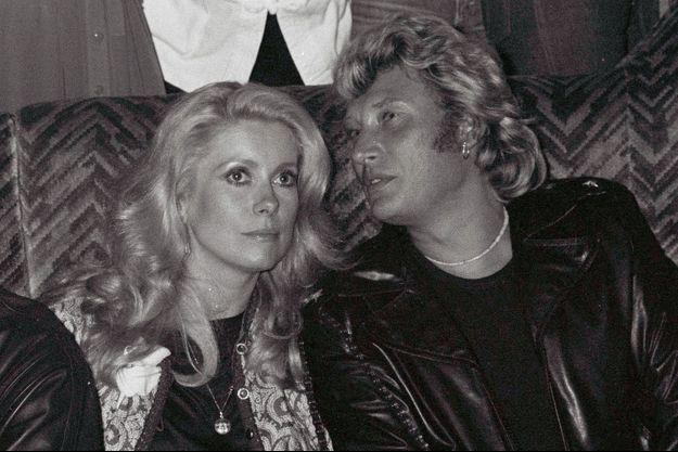 En 1980 à Paris. Johnny fête ses 37 ans.