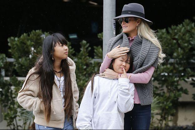 Laeticia Hallyday avec ses filles Jade et Joy à Los Angeles le 3 février 2019