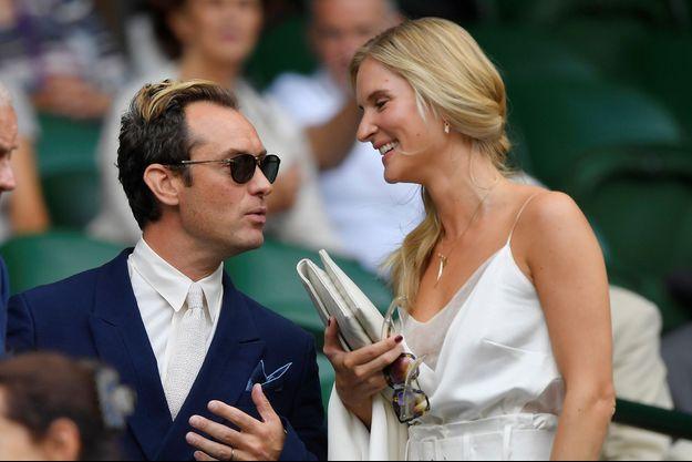 Jude Law et Phillipa Coan à un match de tennis à Londres en 2019.