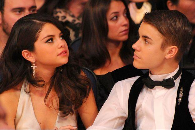 Selena Gomez et Justin Bieber aux American Music Awards en 2011