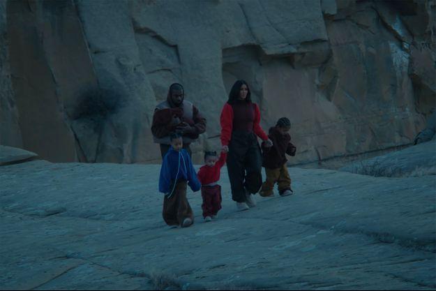 """Kanye West, Kim Kardashian et leurs trois enfants dans le clip du rappeur """"Closed On Sunday"""""""