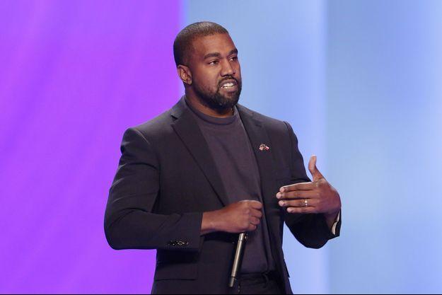 Kanye West lors de son discours devant l'autel dans la méga-église de Lakewood à Houston, le 17 novembre 2019.