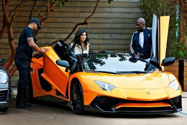 Elle avait déjà une Rolls et une Ferrari. Pour plus de 400 000 dollars, elle s'est offert une Lamborghini.