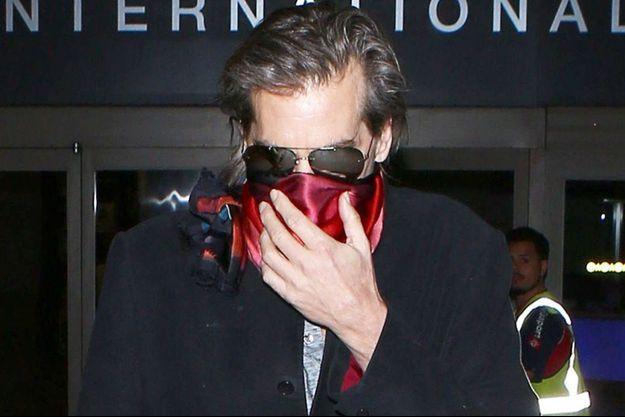 Val Kilmer à l'aéroport de Los Angeles en mars 2016.