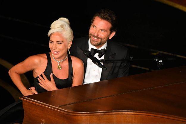 Lady Gaga et Bradley Cooper sur la scène des Oscars à Los Angeles, le 24 février 2019