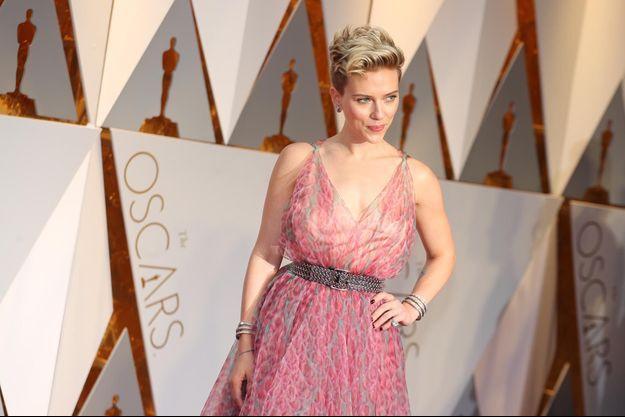 Scarlett Johannsson sur le tapis rouge des Oscars