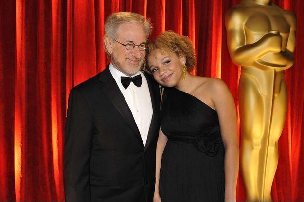 Steven Spielberg et sa fille Mikaela en 2009 aux Oscars