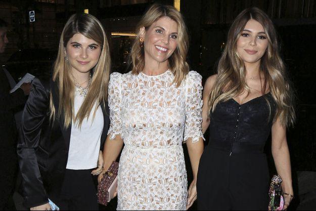 Lori Loughlin et ses filles Bella (à gauche) et Olivia en 2017