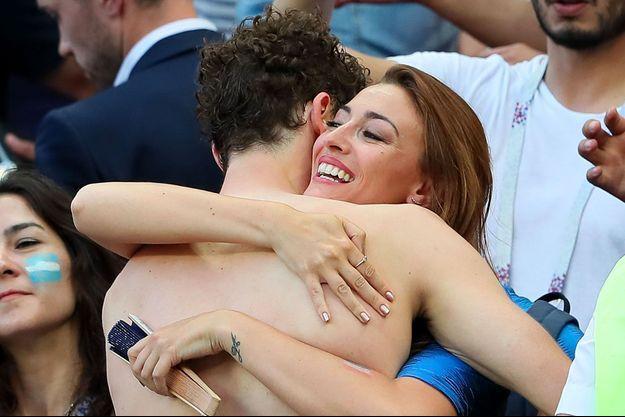 Rachel Legrain-Trapani et Benjamin Pavard après la victoire de la France face à l'Argentine le 30 juin 2018