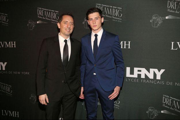 Gad Elmaleh et son fils Noé à New York en 2016