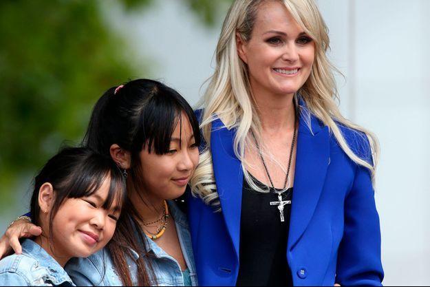 Laeticia Hallyday et ses filles Jade et Joy en juin 2019 à Toulouse.