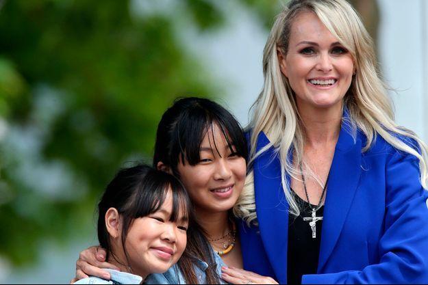 Laeticia Hallyday avec ses filles Jade et Joy à Toulouse en juin 2019.