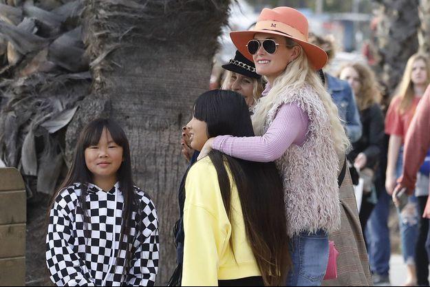 Laeticia Hallyday avec ses filles Jade et Joy à Los Angeles le 9 mars 2019