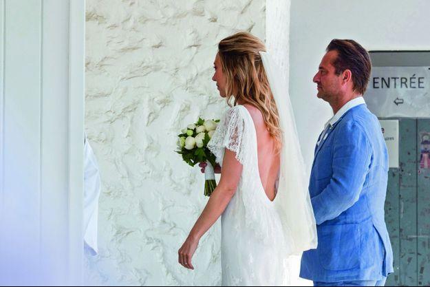 Laura Smet épouse Raphaël Lancrey-Javal. Derrière, Jean-Louis Borloo qui fut le beau-père de Laura.