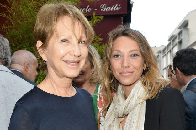 Nathalie Baye et Laura Smet au théâtre de la Gaîté-Montparnasse à Paris, le 30 mai 2017