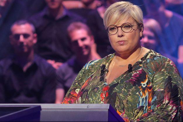 """Laurence Boccolini sur le plateau de """"Qui veut gagner des millions"""" en 2015."""