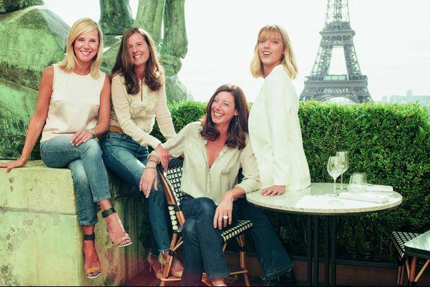Sur la terrasse du Café de l'Homme, Laurence Ferrari, ses soeurs, Emmanuelle et Sophie, et sa fille, Laetitia, qui confie : « Je voulais mieux comprendre qui était ma mère, et qui j'étais moi-même. »