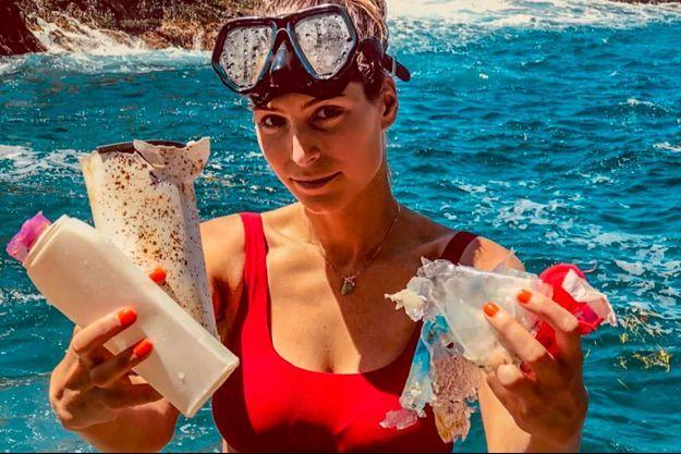 Laury Thilleman dénonce la pollution des mers