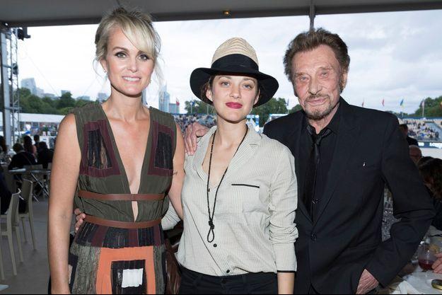 Laeticia Hallyday, Marion Cotillard et Johnny Hallyday à Paris le 1er juillet 2016.