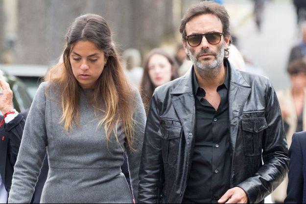 Anouchka et Anthony Delon au cimetière de Montparnasse, le 1er septembre 2017.
