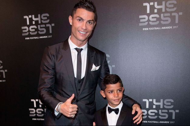 Cristiano Ronaldo avec son fils Cristiano Ronaldo Junior à Londres en octobre 2017.