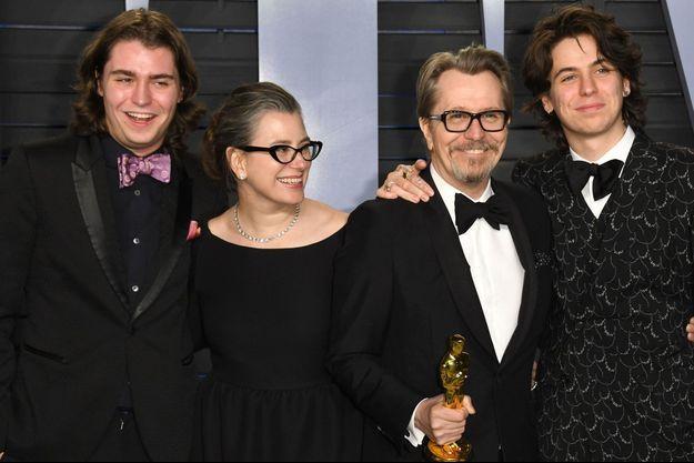 Gulliver Oldman, Gisele Schmidt, Gary Oldman et Charlie Oldman aux Oscars dimanche.