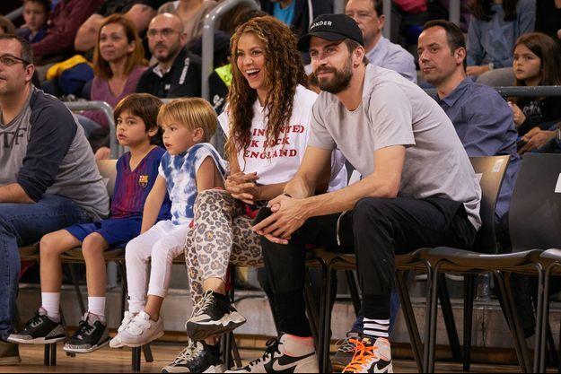 Shakira, Gérard Piqués et leurs fils Sasha et Milan à Barcelone en mars 2019.