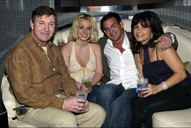 Britney Spears et son frère Bryan avec leurs parents Jamie et Lynne Spears à Las Vegas en 2006