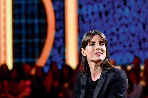 Charlotte Casiraghi sur le plateau de l'émission de télé italienne « Le parole della settimana »