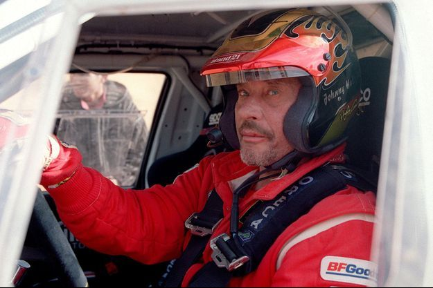 Johnny Hallyday en 2002 lors du rallye Paris-Dakar.