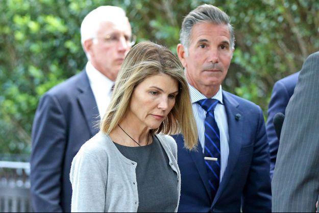 Lori Loughlin et son mari Mossimo Giannulli au tribunal en août 2019
