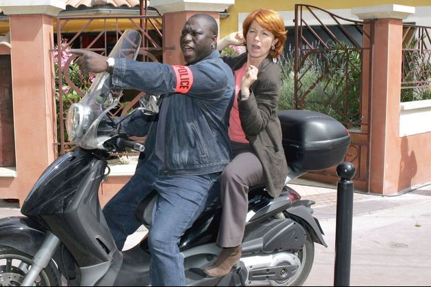 """Véronique Genest et Mouss Diouf sur le tournage de """"Julie Lescaut"""" en 2004."""