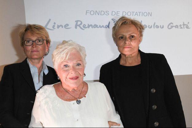 Line Renaud entourée de ses amies Claude Chirac et Muriel Robin, en 2019.