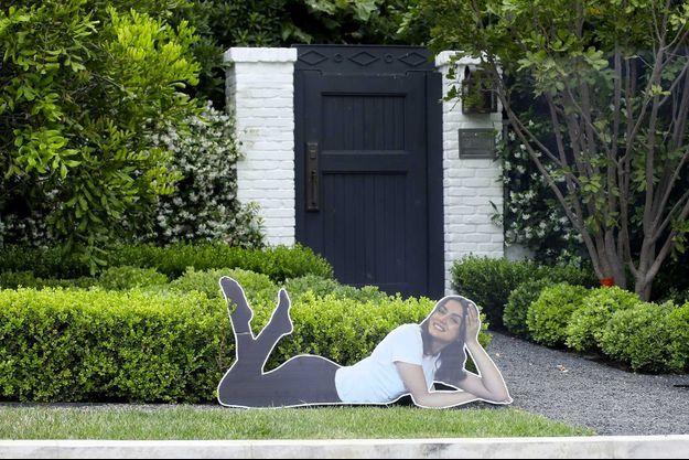 L'image en carton d'Ana de Armas déposée devant le domicile de Ben Affleck par ses enfants.