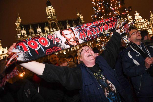 De nombreux fans belges ont pleuré la disparition de Johnny Hallyday, comme ici à Bruxelles.