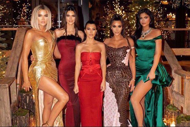 Khloé, Kendall, Kourtney, Kim et Kylie réunies sur un cliché de Noël