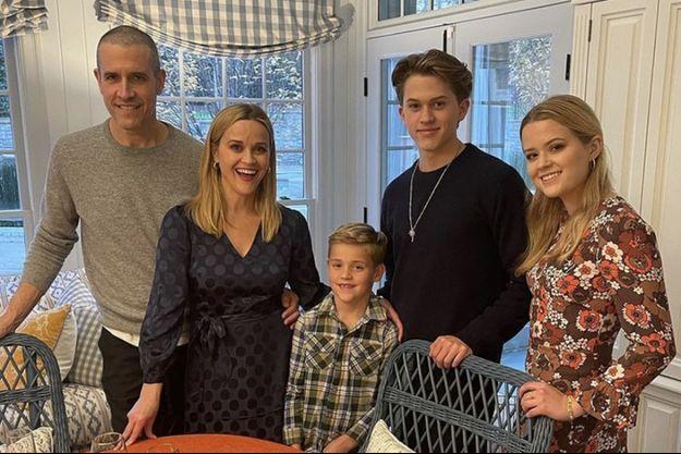 Reese Witherspoon avec son mari Jim Toth et leurs enfants Tennessee, Deacon et Ava