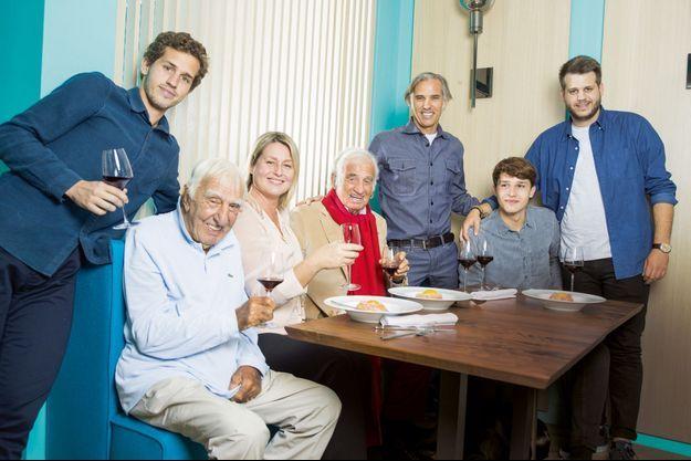 Au restaurant Ida pour la meilleure carbonara de Paris. Avec (de g. à dr.) Victor, 22 ans, l'ami Charles Gérard, Luana, Jean-Paul, Paul, Giacomo, 18 ans, et Alessandro, 25 ans.