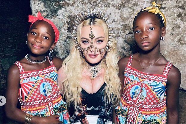 Madonna avec Stella et Estere
