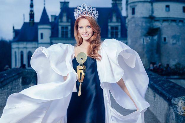 Miss France 2018 pose dans une robe Yamina Couture au Château de Chenonceau pour Paris Match. Maquillage / Coiffure: Arnaud Sol Dourdin. Styliste: Stéphane Rolland, Haute Couture