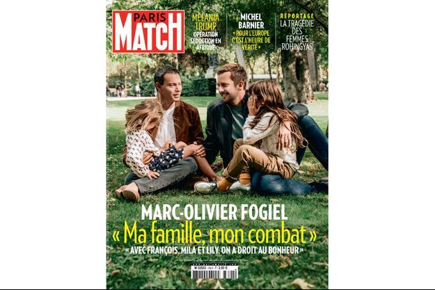 Après les balançoires, au jardin du Luxembourg, un dimanche de septembre. Entre François et Marc-Olivier, leurs filles Lily et Mila Fogiel-Roelants.