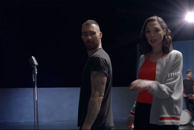 "Gal Gadot et Adam Levine dans le clip de ""Girls like you"" de Maroon 5"